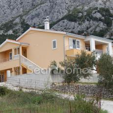 House with garage in Makarska